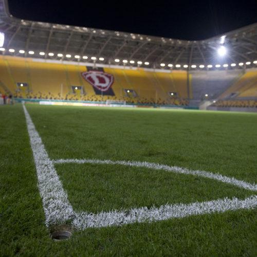 Eckpunkt im leeren Stadion Dresden; SG Dynamo Dresden - VfL Bochum; DFB-Pokal 2. Runde; 28. Oktober 2014; Foto: Dehli-News / Frank Dehlis [Dehli-News; Seifhennersdorfer Str. 10; 01099 Dresden; Tel.: 0172. 3525234; Mail: foto@dehli-news.;  Ostsaechsische Sparkasse Dresden; Kto.: 4121309060; BLZ: 85050300; Honorar zuzuegl. 7 % (Prozent) MwSt;  Finanzamt Dresden II; Steuer-Nr.: 202/212/00277; soweit nicht anders vereinbart, gilt die aktuelle MFM-Bildhonorarliste; Veroeffentlichung nur gegen Honorar, Urhebervermerk und Belegexemplar; saemtliche Nutzungen erfolgen ausschliesslich auf der Grundlage meiner unter folgendem Link www.dehli-news.de/agb einsehbaren Allgemeinen Geschaeftsbedingungen (AGB)]