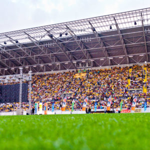 Public Viewing, Relegationsspiel Dynamo - Osnabrueck, Aufstieg in die 2. Bundesliga, glücksgas Stadion, 25. Mai 2011; Foto: Dehli-News / Ben Gierig [Frank Dehlis; Trachauer Str. 32; 01139 Dresden; Tel.: 0172. 3525234; Mail: foto@dehli-news.de;  Ostsaechsische Sparkasse Dresden; Kto.: 4121309060; BLZ: 85050300; Honorar zuzuegl. 7 % (Prozent) MwSt;  Finanzamt Dresden II; Steuer-Nr.: 202/212/00277; soweit nicht anders vereinbart, gilt die aktuelle MFM-Bildhonorarliste; Veroeffentlichung nur gegen Honorar, Urhebervermerk und Belegexemplar; saemtliche Nutzungen erfolgen ausschliesslich auf der Grundlage meiner unter folgendem Link www.dehli-news.de/agb einsehbaren Allgemeinen Geschaeftsbedingungen (AGB)]