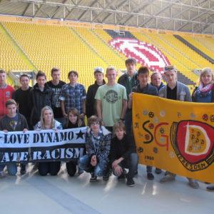 Jugendliche im Stadion