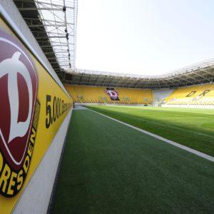 das Rudolf-Harbig-Stadion praesentiert sich nach der FIFA U 23 WM wieder im gewohnten Gelb; 27. Juli 2010; Foto: Dehli-News / Frank Dehlis [Frank Dehlis; Trachauer Str. 32; 01139 Dresden; Tel.: 0172. 3525234; Mail: foto@dehli-news.de;  Ostsaechsische Sparkasse Dresden; Kto.: 4121309060; BLZ: 85050300; Honorar zuzuegl. 7 % (Prozent) MwSt;  Finanzamt Dresden II; Steuer-Nr.: 202/212/00277; soweit nicht anders vereinbart, gilt die aktuelle MFM-Bildhonorarliste; Veroeffentlichung nur gegen Honorar, Urhebervermerk und Belegexemplar; saemtliche Nutzungen erfolgen ausschliesslich auf der Grundlage meiner unter folgendem Link www.dehli-news.de/agb einsehbaren Allgemeinen Geschaeftsbedingungen (AGB)]